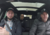 Andy in de auto met Ben Saddik