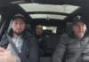 Andy in de auto met Ben Saddik